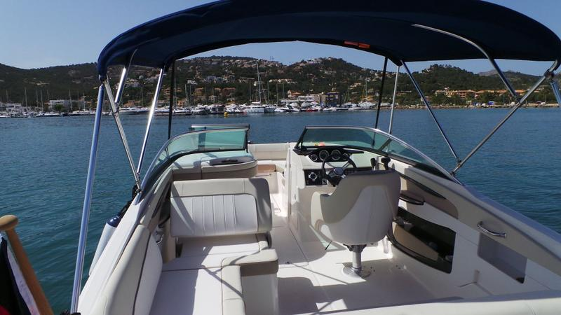 Magic Tilt Sea Ray - 240 Sundeck